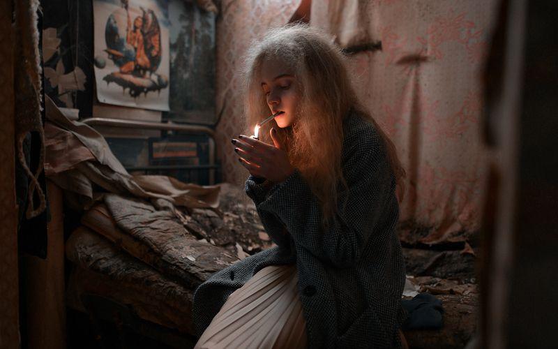 девушка, сигареты ...photo preview