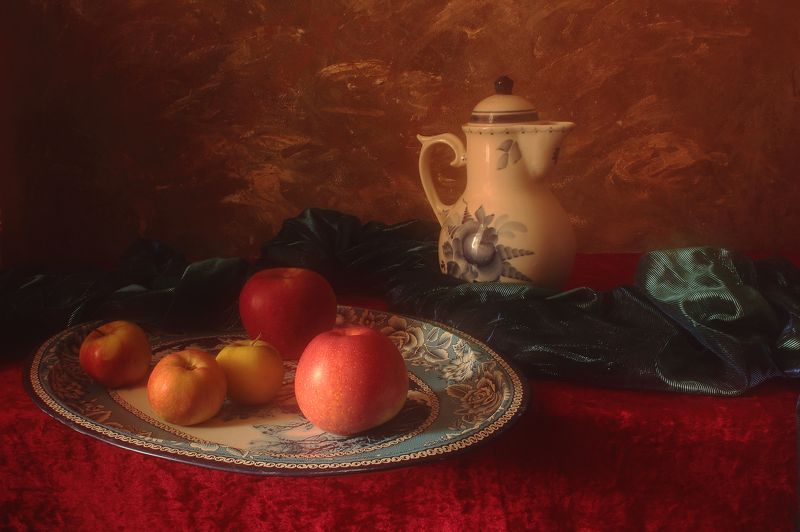 яблоки,ваза,кувшин,интерьер,поднос,бархат, дневной,свет, Натюрморт с яблокамиphoto preview