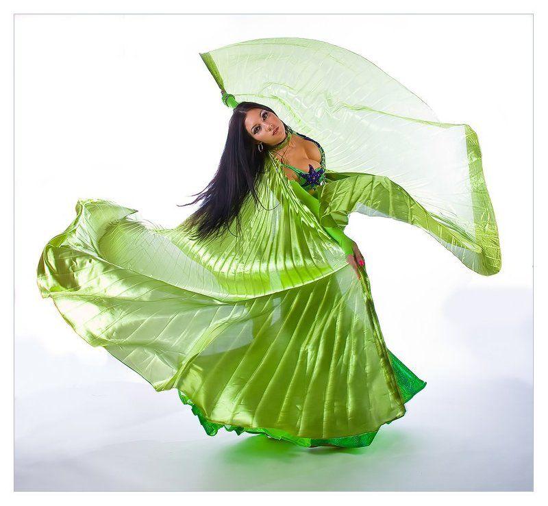 девушка, танцы Восточные танцы...photo preview