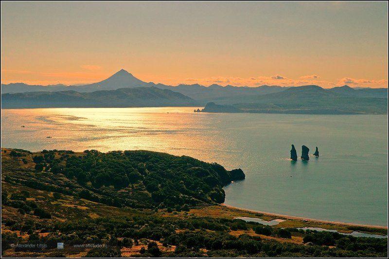Камчатка, море, горы, вулкан,берег, побережье Троеphoto preview