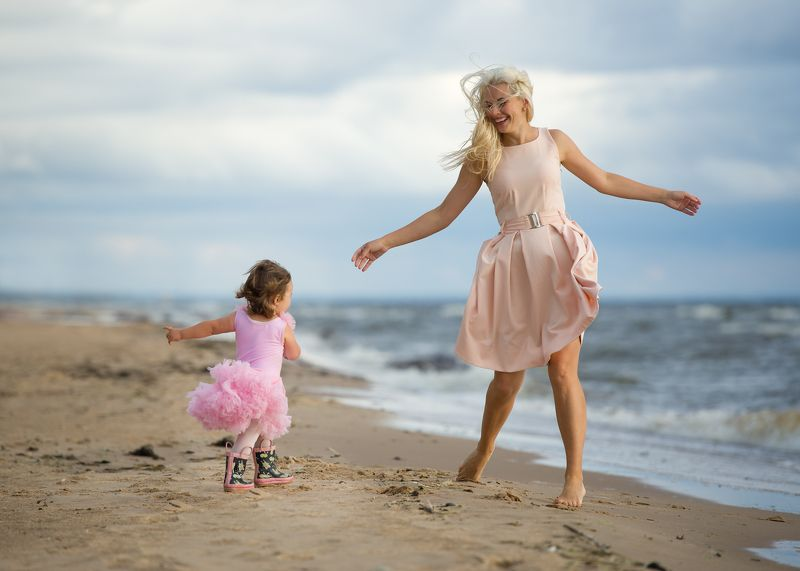 family mother daughter семья пляж Dancing on the beachphoto preview