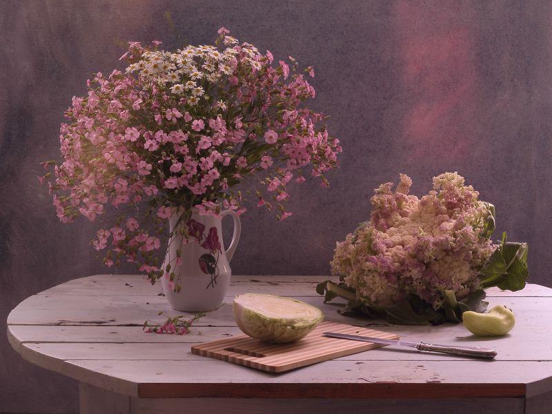 букет,цветы,розовые,цветная капуста,овощи,свет Натюрморт с цветной капустойphoto preview