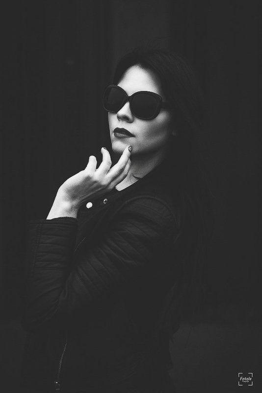 female, outdoors, portrait, fashion, people, portraiture, face Mildaphoto preview