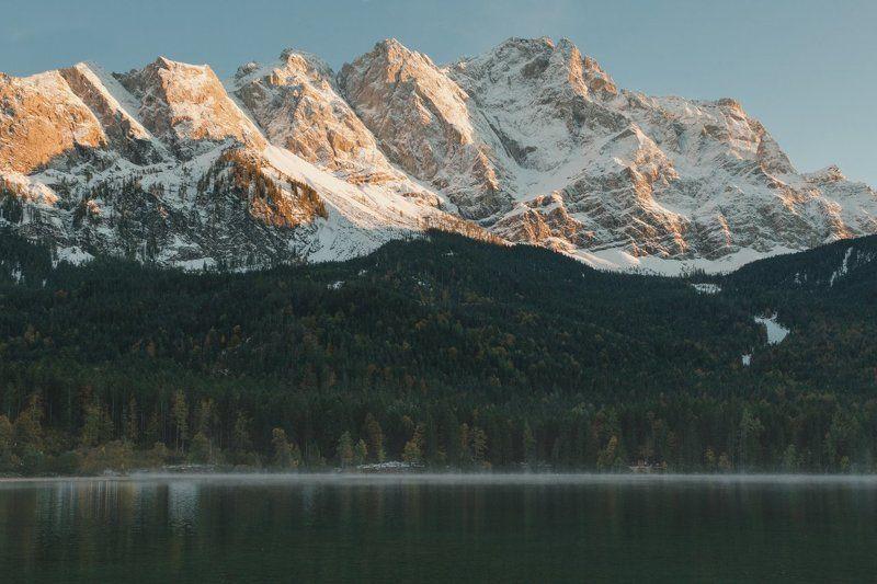 Вершина в закатных лучахphoto preview