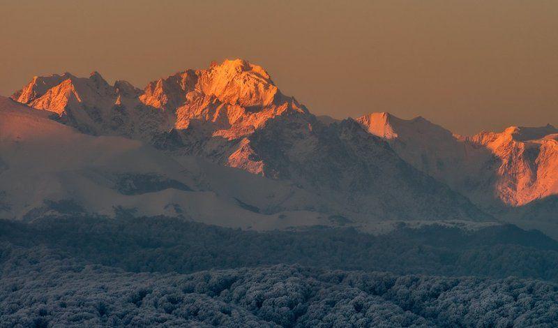 Морозное утро Дых-Тауphoto preview