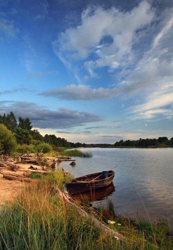 пейзаж, лодка, латвия, гауя, река, вечер, лето, бревна Пейзаж с лодкойphoto preview