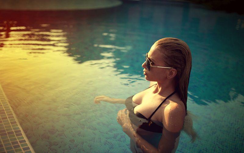 #sunset #sundown #sun #model #pool #sexy #photo #sunglasses #beauty #popular # portrait #canon #sigma #art Sunsetphoto preview