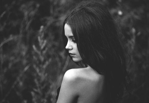 смотреть чёрно белые фото девушек с короткими стрижками со спины