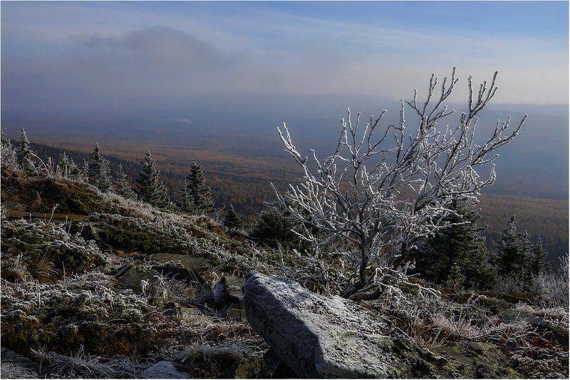 Дыхание зимы в горах, в долине золотая осень...photo preview