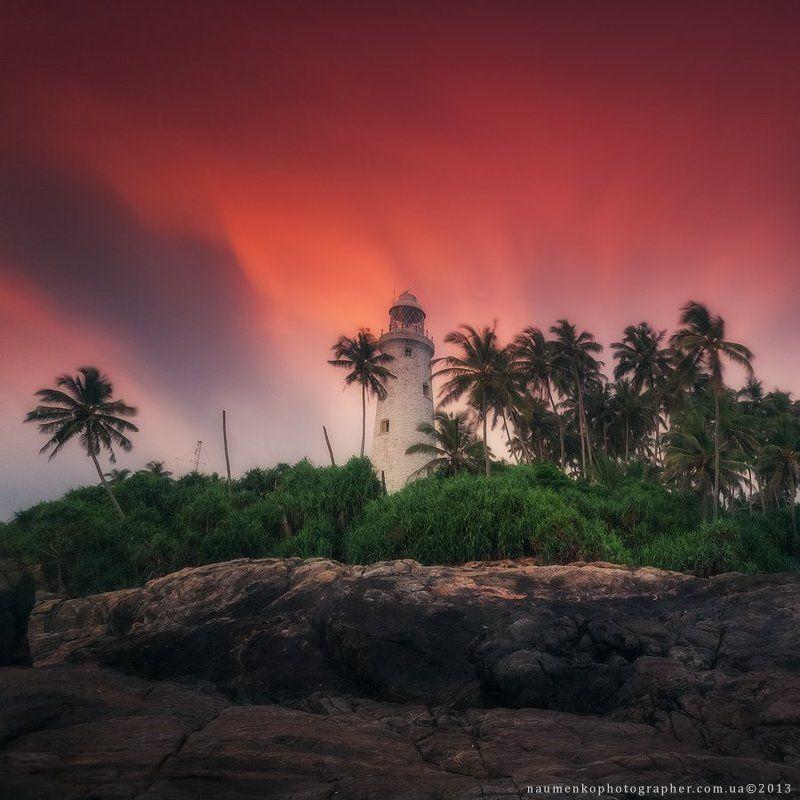 шри, ланка, бентота, пляж, океан, маяк, природа, вода, небо, тропический, песок, лето, остров, море, путешествия, пейзаж, закат, берег, синий, индийский, пальмы, туризм, открытый, красивый, праздник, отдых, курорт, залив, азия, рай, дерево, живописный, се Шри Ланка. Маяк Beruwala на закатеphoto preview