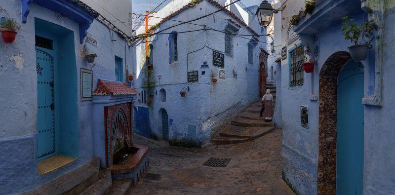 На улицах голубого городаphoto preview