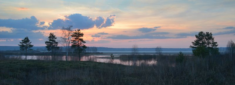 апрельский вечер, тишина, тает лёд, дымка, после заката, небо, простор Холод и тишинаphoto preview