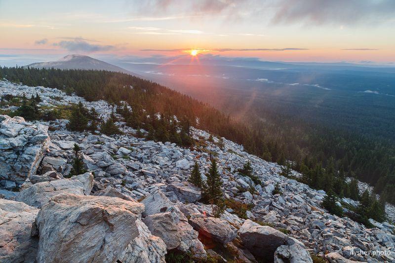 landscape, nature,dawn,sun,sunlight,mist,mountain,fog, ural,russia восходphoto preview