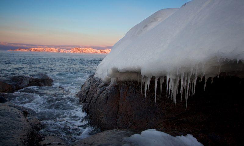 Териберка, закат, снег, лед, сосульки, берег. Баранцево море Краски закатаphoto preview