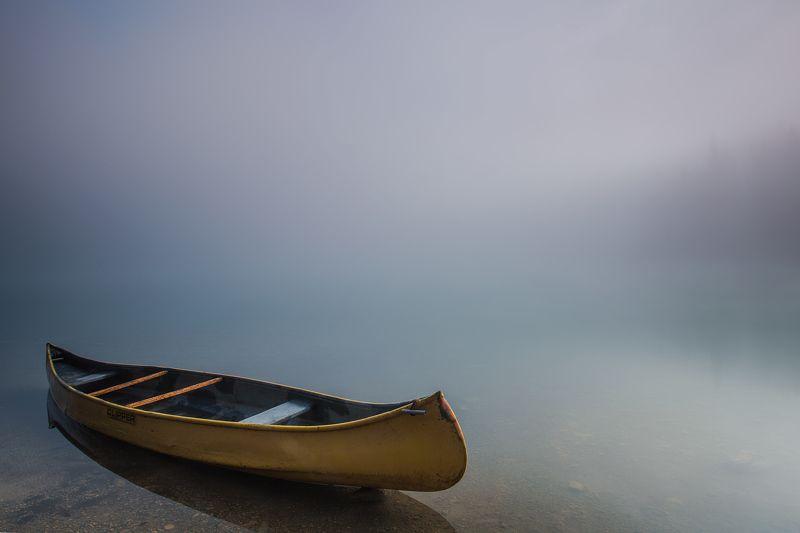 озеро лодка ОДИНОЧЕСТВОphoto preview