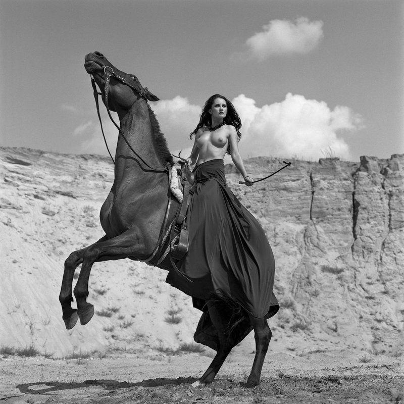 akt, nude, analog, hasselblad, ninoveron, topless, women, bw, 6x6, horse, Martaphoto preview
