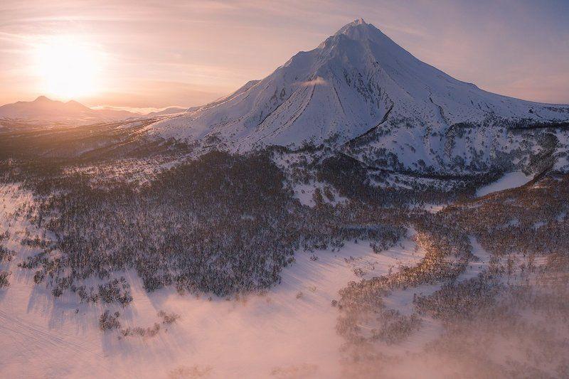 камчатка, вулкан, рассвет, природа, пейзаж, путешествие, весна, дрон Вулкан Ходуткаphoto preview