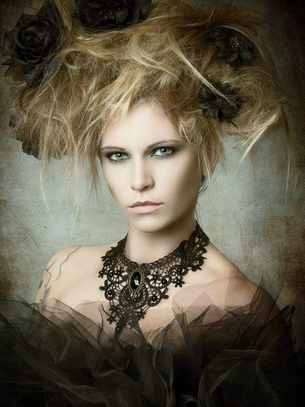 portrait, fine art portrait, black flowers, Dominikaphoto preview