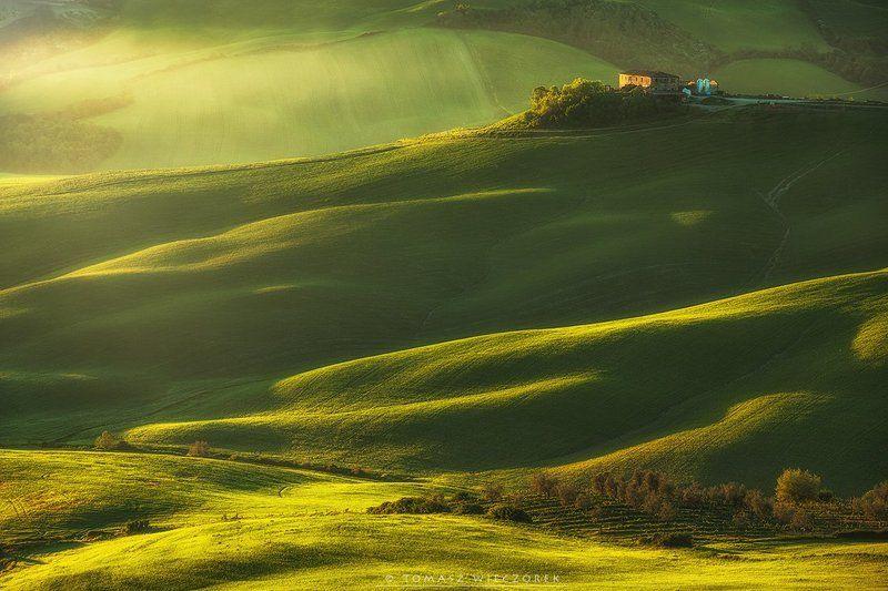 tuscany, toskania, toscany, italia, italy, morning, sunrise, fields, spring, light Waking upphoto preview