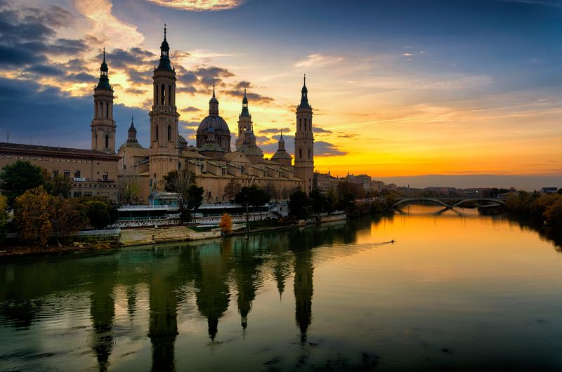 cathedral-basilica of our lady of the pillar, zaragoza, spain, ebro river Курс на закатphoto preview