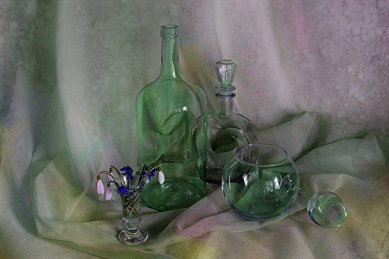 подснежники,стекло,ваза, С подснежниками и стекломphoto preview