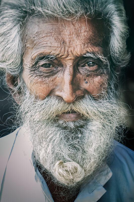шри-ланка, велигама,старик, ланкийские лица, продавец Продавец.photo preview