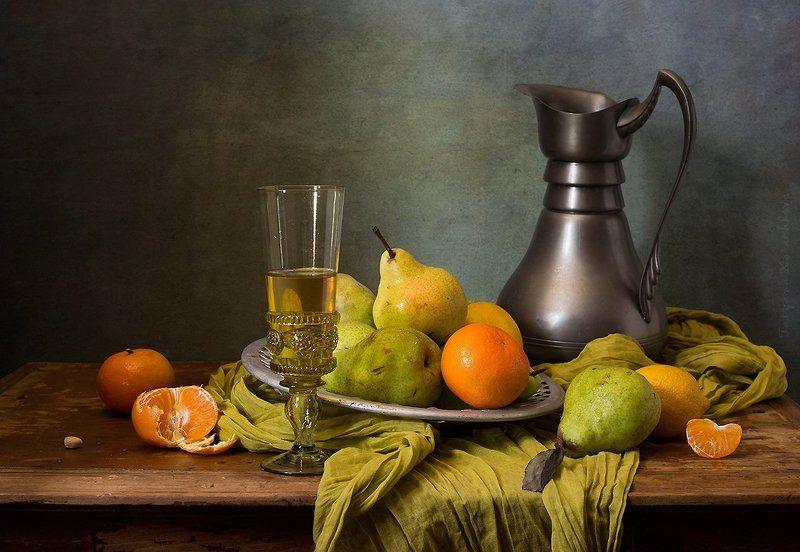 груши, зеленые, мандарины, ремер, вино Натюрморт с зелеными грушамиphoto preview