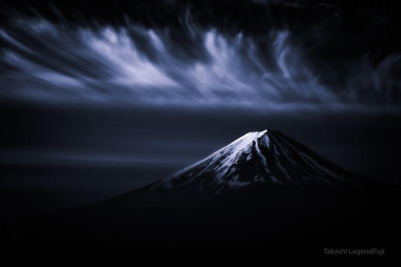 fuji,mountain,japan,snow,clouds,sky,amazing,beautiful,wonderful,peak, Cirrus cloud and crown snow (Blue ink version2)photo preview