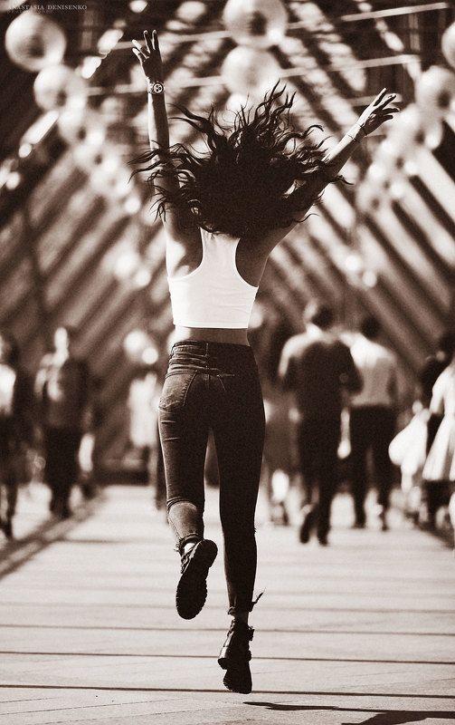 фотограф москва улица стрит стайл красивая девушка настроение В ритме городаphoto preview