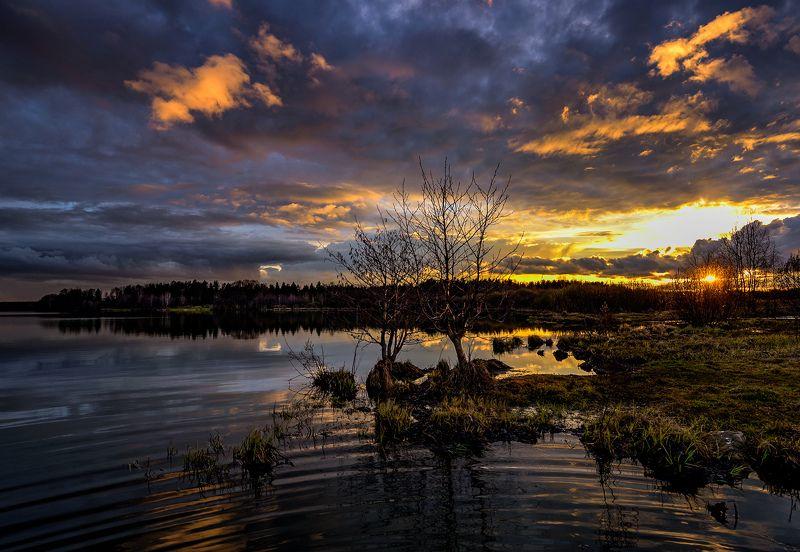 апрель, закат, облака, озеро Последние лучиphoto preview