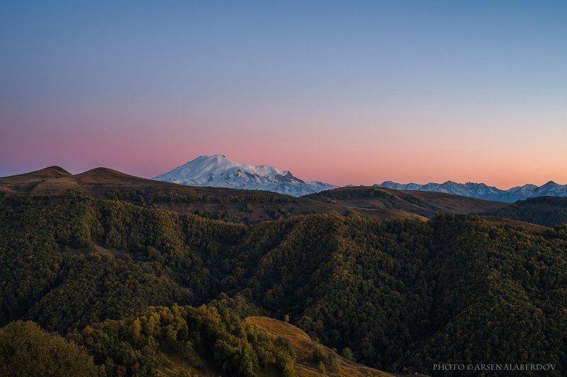 эльбрус, горы, предгорья, хребет, вершины, пики,река, горная река, восход, солнечный свет, осень, скалы, холмы, долина, облака, путешествия, туризм, карачаево-черкесия, кабардино-балкария, северный кавказз , закат, свет, лучи ЭЛЬБРУС НА ЗАКАТЕphoto preview