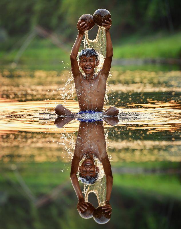 water,splash,boy,child,asia,thailand,play,water,happy Splash Boyphoto preview
