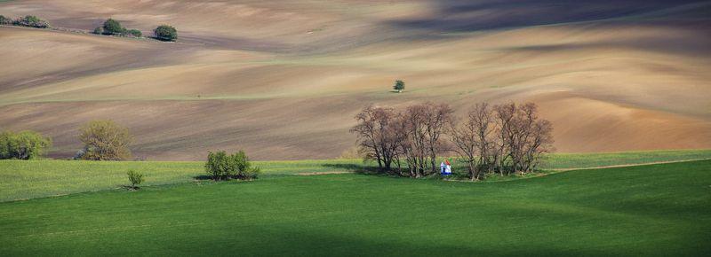 поле весна волны чехия каплица Мистринphoto preview