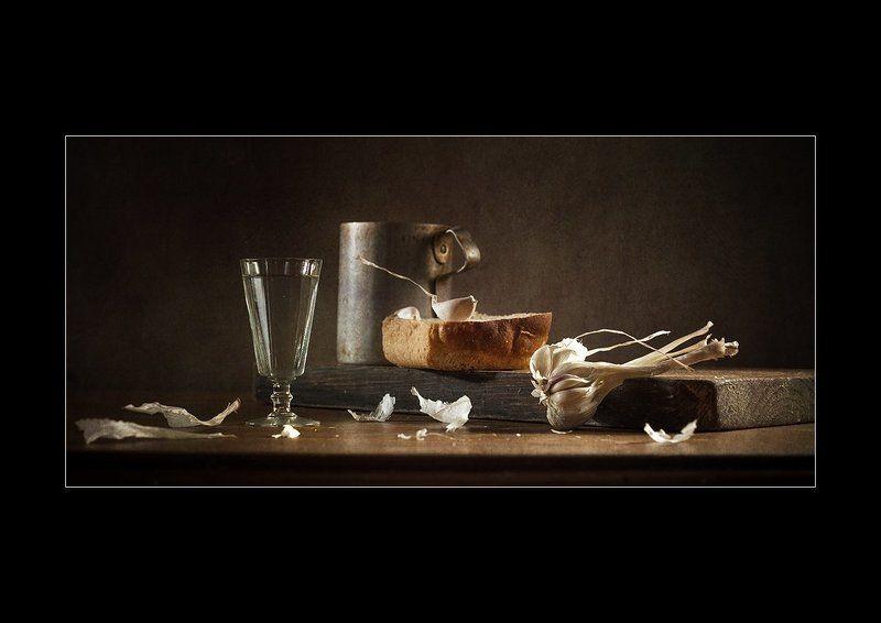 Этюд с зубчиком чеснока и корочкой хлеба.photo preview