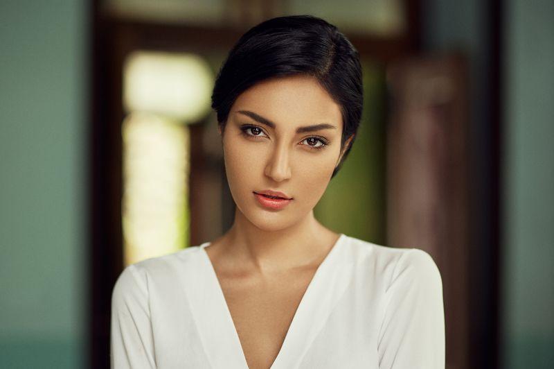 portrait, beauty, face, naturallight, location, headshot,  Monaphoto preview