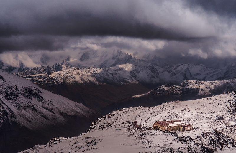 гроза,тучи,облака,драмматичный,горы,природа,кавказ,перевал,дом,хижина,снег,шторм,3200, вершины,эльбрус,приэльбрусье,пейзаж,кабардино-балкария Грозовой перевал photo preview
