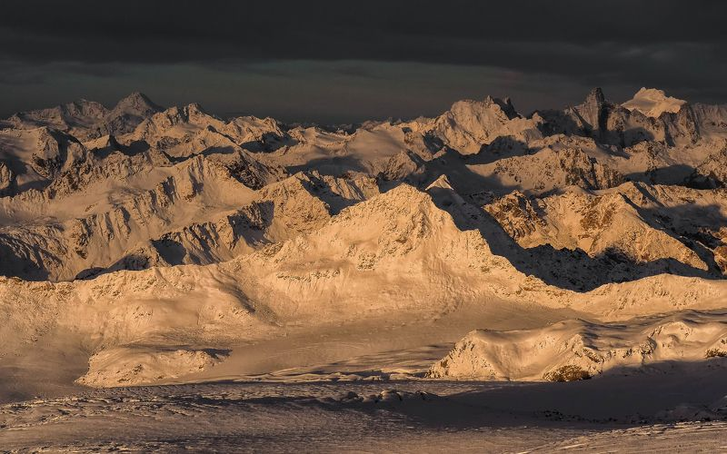 закат,горы,вершины,пики,снег,золотой,природа,эльбрус,приэльбрусье,3700,ледники,кабардино-балкария,пейзаж Закат в Приэльбрусьеphoto preview