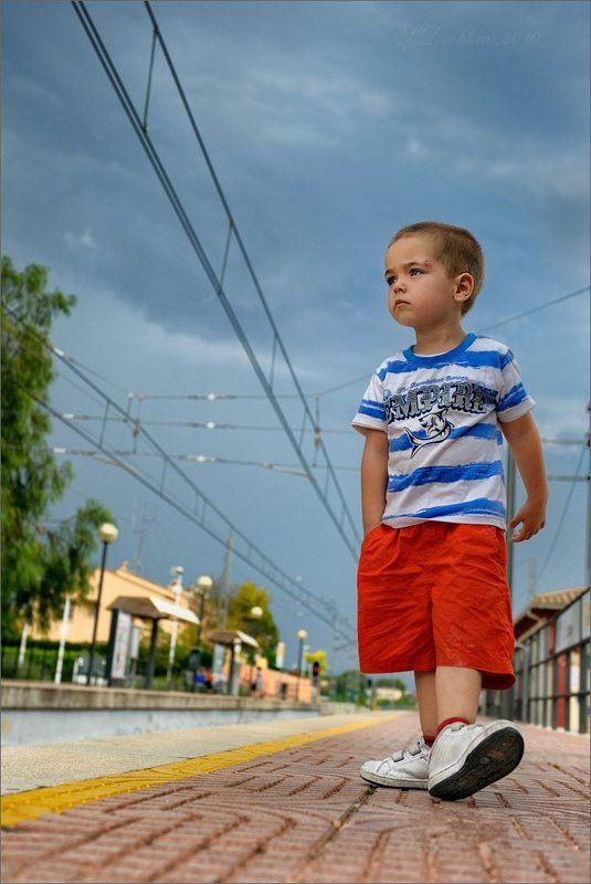 мальчик, ж/д, жанр, портрет Шагать по жизниphoto preview