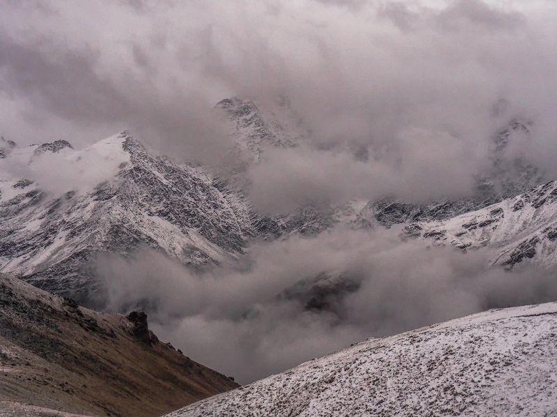 эльбрус, склон, 2900, снег, буря, природа,гроза, тучи, пейзаж, облака, драмматичный, кабардино-балкария, кавказ, горы, вершины В ожидании снежной буриphoto preview