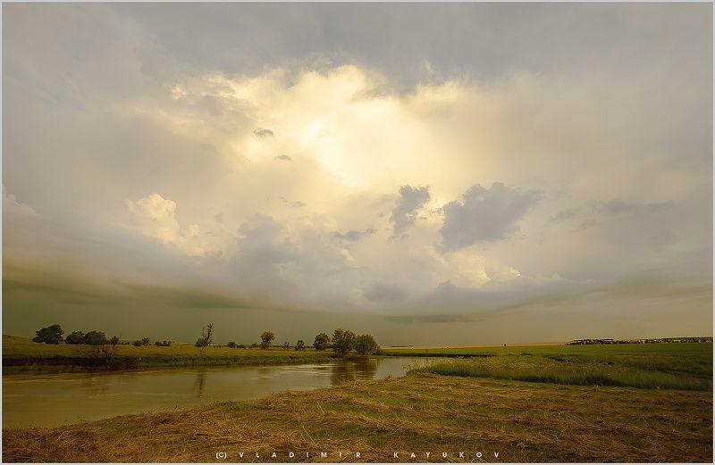 юг россии, ставропольский край, река егорлык На границе весны и лета.photo preview