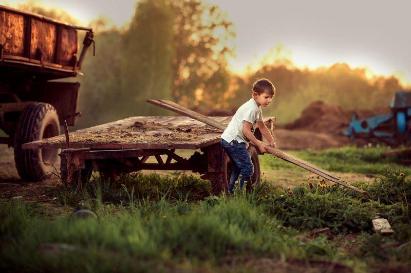 закатное солнце, съёмка на закате, детская съёмка на закате, фотосессия на ферме, Кирюшаphoto preview