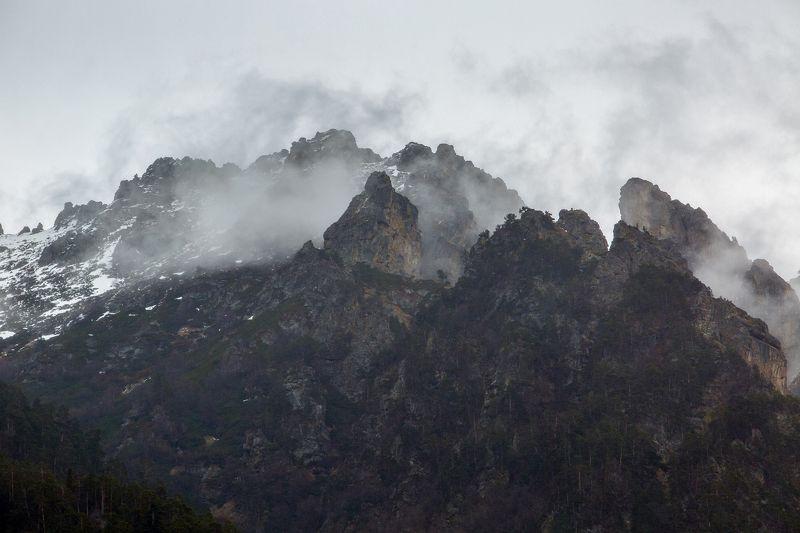 кчр,карачаево-черкесия,горы ,теберда,тебердинский заповедник Горы,Туман,Теберда ...photo preview