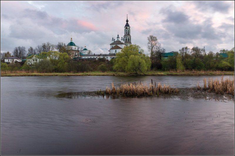 Россия, Ивановская обл, Лежнево Течёт река, бежит вода...photo preview
