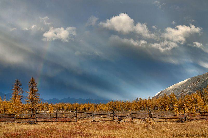 якутия, хребет черского, осень, свет Прикоснувшись к небу.photo preview