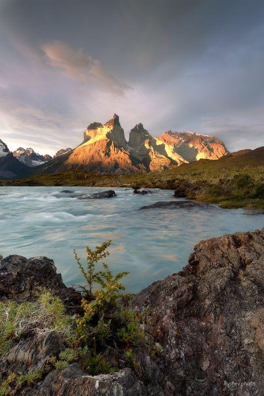 пейзаж, закат, природа, Чили, Патагония, золотой час, фототур, горы, торрес дель пайне, национальный парк, перо, река, озеро, небо золотой часphoto preview