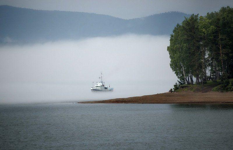 Плывущий по туману.photo preview