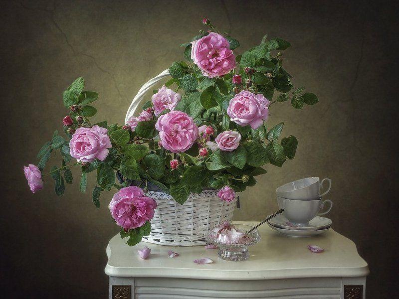 натюрморт, лето, цветение, корзина роз, лепестки, чайная посуда С лепестками роз...photo preview