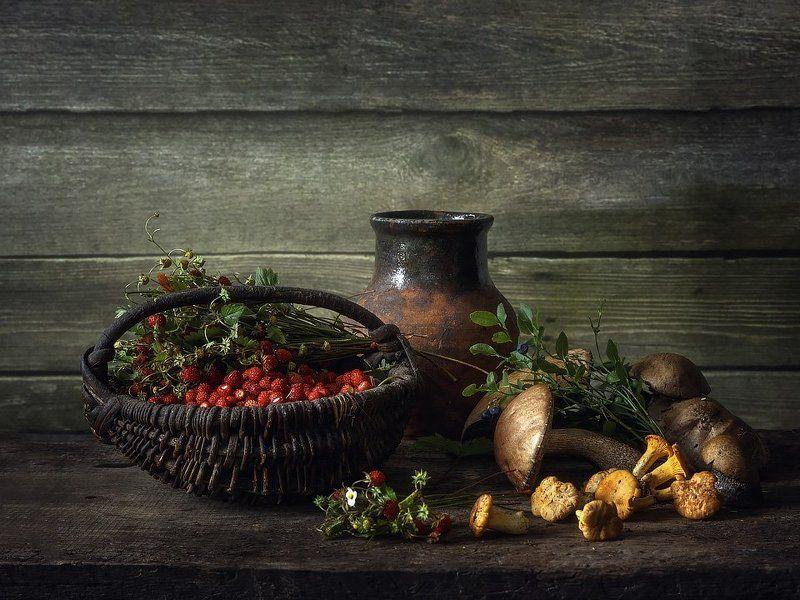 натюрморт, лето, лесной урожай, земляника, корзина, грибы, черника, крынка Из летнего лесаphoto preview