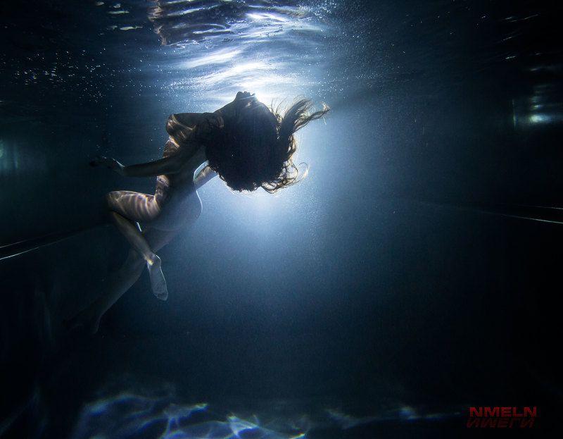 девушкаподводой, подводныйфотографмосква, подводноефото, фотографмосква, фотосъемкамосква, силуэт, нюподводой ***photo preview