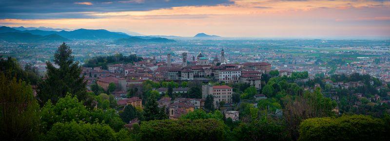 panorama landscape italy Вид на утренний Бергамоphoto preview